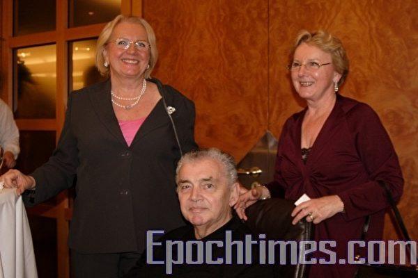 沃尔夫冈‧图池可博士(Dr. Wolfgang Tutschek)在2月21日观看了神韵纽约艺术团2009年欧洲巡演在法兰克福首场的演出