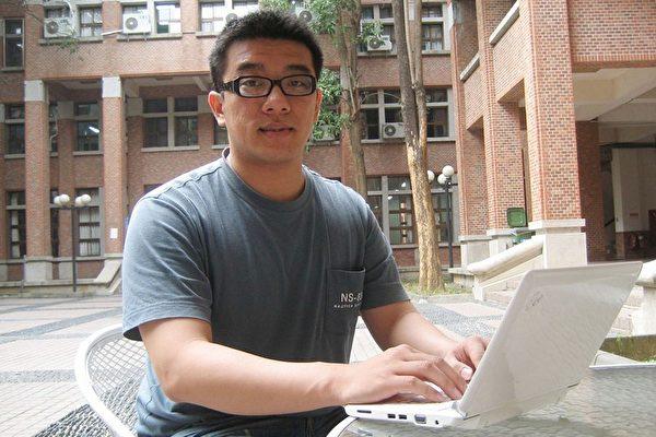 中正大學資工所研究生蔡昌富設計一套「研究所/轉學考交叉查榜系統」,可提供考生計算錄取機率,進而判斷應該就讀哪所學校,在上網創意應用大賽中獲獎。//中央社