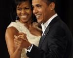 巴拉克‧胡賽因‧奧巴馬(Barack Hussein Obama)就任美國第44屆總統,他是歷史上首位非洲裔美國總統。圖為總統奧巴馬和總統夫人蜜雪兒‧奧巴馬(Michelle Obama)。(AFP PHOTO)
