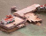 图为1999年3月20日,菲律宾空军拍摄的中共在美济礁的基地。(AFP)