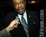 3月13日,在奧古斯塔市(Augusta)威廉‧貝爾會堂觀看了神韻晚會的州議員Quincy Murphy說:「演出把我征服了!」 (攝影:愛德華/大紀元)