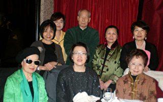 纽约文化沙龙3月21日举行理事会并改选﹐刘艾伦(前中)当选新一届会长。(图由主办单位提供)