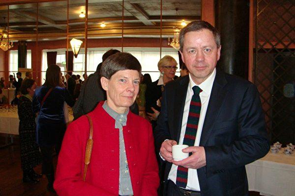 著名跨国公司(Nepers AG)总裁Iggland博士和夫人在神韵演出现场(摄影:唐弘/大纪元)