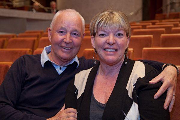 2009年3月20日人才公司总裁隆岛先生(Mr. Lundahl)和太太观看了神韵纽约艺术团在瑞典林雪平市的第一场演出(摄影:吉森/大纪元)