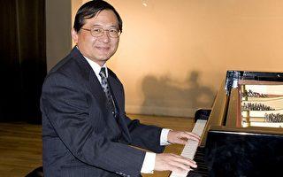 圖:鋼琴家陳泰成即將在南加州舉辦兩場獨奏音樂會,他在3月24日的記者會上即興演奏。(攝影:季媛/大紀元)