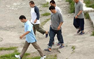 關塔那摩灣拘留營(Guantanamo Bay detention camp)被關押的維吾爾人(GENT SHKULLAKU/AFP/Getty Images)