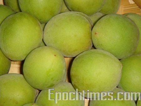 梅子外形像小桃子卻是高鹼性的養生食材(林秀霞/大紀元)