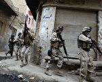 驻伊美军经常得出生入死地在街头巡逻,心理压力过大而出现的脱序行为日益增加。(ALI YUSSEF/AFP/Getty Images)