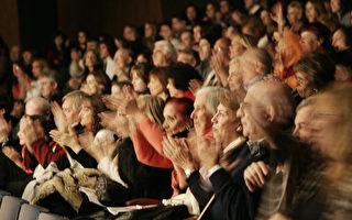 2009年6月27日晚神韻巡迴藝術團在阿根廷首都布宜諾斯艾利斯的首場演出 (攝影:伊羅遜 / 大紀元)