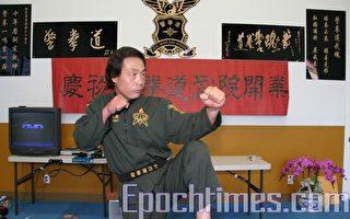陶忠先教练现场示范  (摄影:张倩/大纪元)