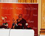 5月30日,达赖喇嘛在丹麦召开媒体座谈会 (摄影:大纪元/李璐)