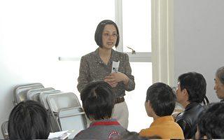 昨日(6月6日)﹐华人策划协会家庭护理中心的粱晓玲护士介绍申请家庭护理的一般常识。(摄影﹕唐明∕大纪元)