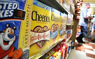 2009年5月12日在美国加利福尼亚布里斯班,Cheerios放在城中市场货架上。FDA已发文责令Cheerios生产商General Mills停止其广告中宣称的Cheerios将降低胆固醇和治疗心脏病的宣传Photo by Justin Sullivan/Getty Images