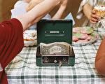 孩子在出售烘烤食品,籌集資金。(圖片來源:Getty Images)
