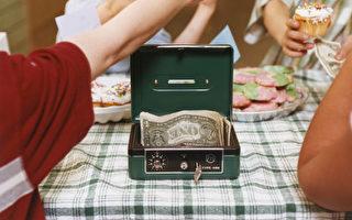 孩子在出售烘烤食品,筹集资金。(图片来源:Getty Images)