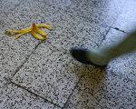 你不能把香蕉皮骂进垃圾桶!(大纪元资料图片)
