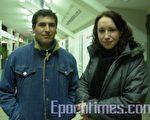 2009年7月18日晚,美國神韻巡迴藝術團在阿根廷科爾多瓦Orfeo Superdomo劇場的最後一場演出,舞蹈演員阿麗娜‧曼胡爾女士(右)慕名而來(大紀元)