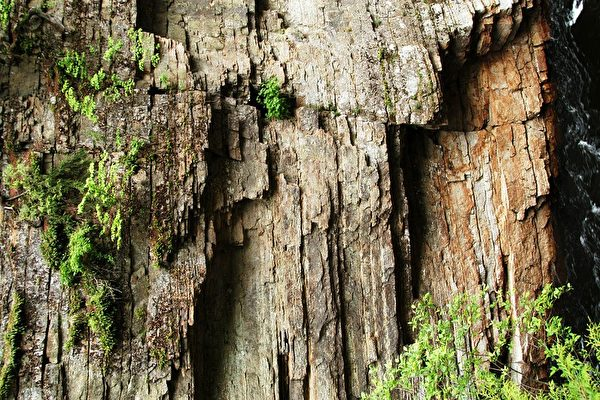 岩石峭壁 (华苜/ 大纪元)