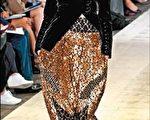 Givenchy秋冬订制服上可见摩洛哥马赛克砖拼贴的灵感。(法新社)