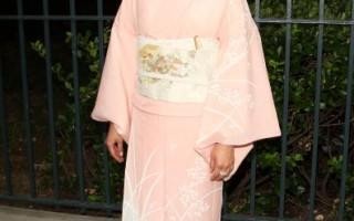 日本女演員池端惠美(Emi Ikehata)身穿淺粉色和服亮相,展現東方女性的柔美韻味。(圖/Getty Images)