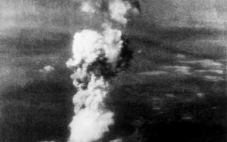 1945年8月6日,在長崎(Nagasaki)投擲原子彈後所出現的蘑菇雲。 (AFP PHOTO)