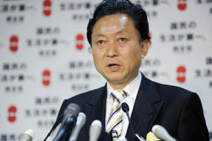 日本民主黨新黨魁鳩山由紀夫,因跳躍型的思維加上雙眼特別凸出,被外界冠上「外星人」的封號。(GettyImage)