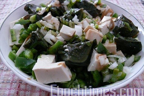 【健康輕食料理】涼拌青椒皮蛋豆腐