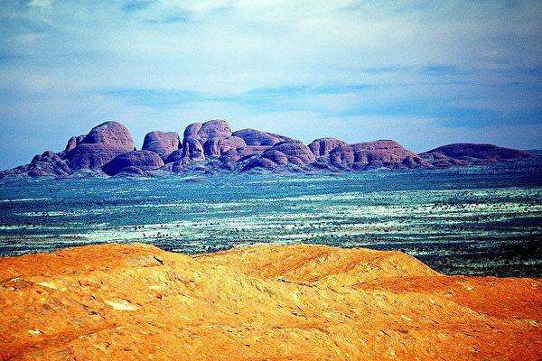 组图:澳洲著名巨岩-乌鲁鲁(Uluru)