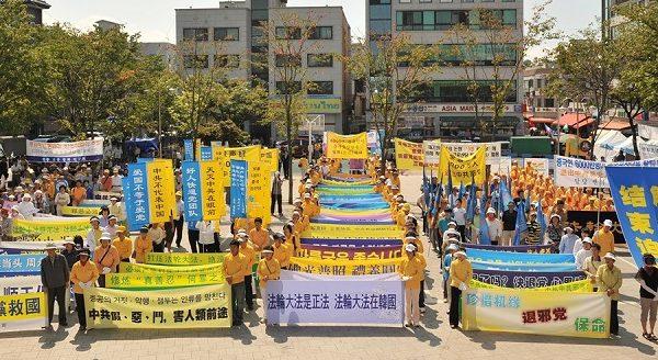 組圖:中共竊國日前夕 韓國慶六千萬人三退