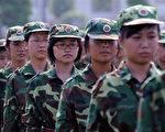 安徽合肥一高校,一年级女生在接受开学一个月的军训(法新社)
