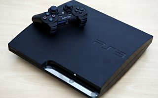 图为09年8月19日索尼公司在德国科隆gamescom博览会展出的Playstation 3游戏机(PS3)类型Slim。(Photo by Alex Grimm/Getty Images)