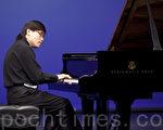 來自美國的690號選手Xiaofeng Wu在初賽選手在比賽中 (攝影:愛德華 / 大紀元)