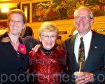 2009年10月9日麦克-班克夫特和夫人卓尼、女儿克里斯廷一同观看了神韵在多伦多佳能剧场感恩节期间的首场演出。(摄影:Quincy Yu/大纪元)
