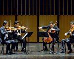 世界聞名的上海四重奏包括第一小提琴李偉剛(左一)、第二小提琴蔣逸文(左二)、中提琴李宏剛(右一)、和大提琴Nicholas Tzavaras(左三)。(圖片由蒙克利爾州立大學提供。)