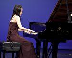 圖:來自台灣的選手鄭靜旻在10月10日的紐約第二屆新唐人「全世界華人鋼琴大賽」複賽中。(攝影:愛德華/大紀元)