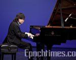 金獎選手武曉鋒在音樂會上呈獻貝多芬F小調第二十三號奏鳴曲 Op.57 (Piano Sonata No.23 in F minor, Op.57) 《熱情》。(攝影﹕愛德華/大紀元)