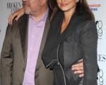 导演佩德罗-阿莫多瓦(Pedro Almodovar)携女星佩内洛普-克鲁兹(Penelope Cruz)亮相电影《破碎的拥抱》(Broken Embraces)首映式。(图/Getty Images)