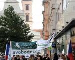 图为反对者在捷克共和国最高法庭外抗议(GettyImage)