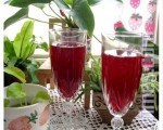 桑葚汁酸甜可口、营养丰富对身体健康很有助益。 (摄影:杨美琴/大纪元)