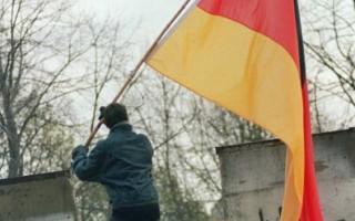 旅德华人忆柏林墙倒塌:那天我凿了一个痛快