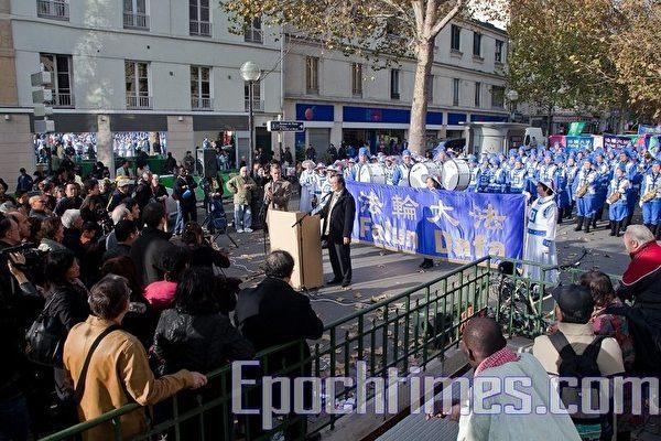 歐洲法輪功盛大遊行 千人雲集巴黎
