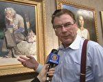 """多兰(John Dolan)对届""""全世界华人人物写实油画大赛""""入围的优秀作品赞叹不已。"""