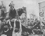 1989年11月,柏林墙被拆除过程中的一个瞬间 [注]