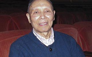 87岁的向成滨先生是著名画家徐悲鸿的弟子。他和太太一起观看了神韵在旧金山的第六场演出。他表示演出非常成功, 没有看过这么好的节目。他希望大家都来看看神韵演出。(摄影:梁欣/大纪元)