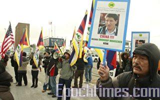 西藏导演被中共判6年 纽约藏人抗议