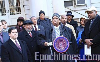 市议员抗议关闭成绩差学校