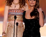 阿汤哥前妻(左)妮可-基德曼(Nicole Kidman)和旧爱(右)佩内洛普-克鲁兹(Penelope Cruz)同台担任颁奖嘉宾。(图/Getty Images)
