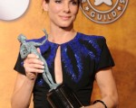 桑德拉•布洛克(Sandra Bullock)继扬威金球奖后,再度获封SAG影后宝座。(图/Getty Images)