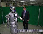 """机器人不相信是""""人""""创造了机器人,可是,机器人的确是""""人""""创造的。(摄影:苏泰安/大纪元)"""
