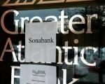 银行监管机构FDIC1月29日关闭了加州一家银行、两家乔治亚州的银行及佛罗里达、明尼苏达及华盛顿州各一家银行。使得2010年迄今为止,共有15家银行破产。图为 09年12月4日FDIC接管弗吉尼亚州雷斯顿的Greater Atlantic Bank。(PAUL J. RICHARDS/AFP/Getty Images)